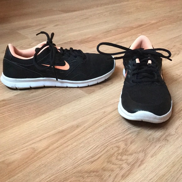 NIKE Black& Peach Tennis Shoes